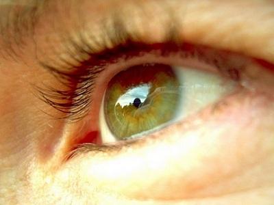 С какой целью происходит проверка остроты зрения?